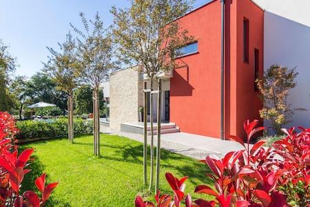 Modern villa with swimming pool - Poreč