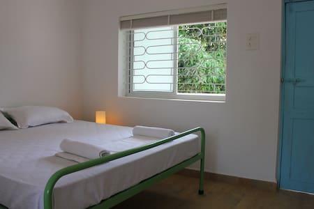 SUMMER hostel - Standard Double - Bed & Breakfast
