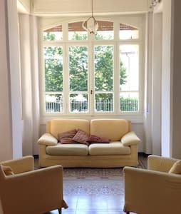 Villa Rosa - Una villa in stile liberty sul lago - Iseo
