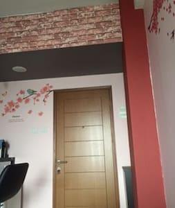 Homely Private Room @Kelapa Gading - Leilighet