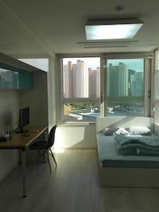 New studio near Songpa-gu & Seongnam-si (New City) - Hakam-dong, Hanam-si - Apartment