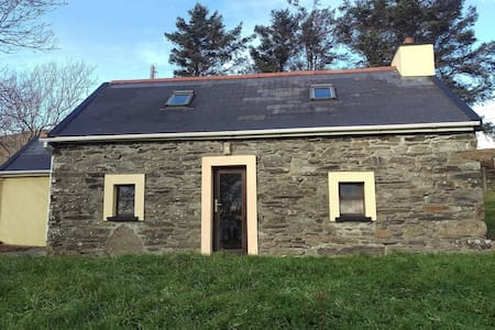 Traditional Stone Cottage with Sea Views - Bere Island - Rumah