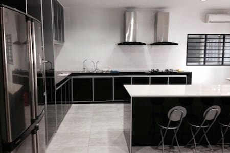 comfortable and big house - Johor Bahru - 独立屋