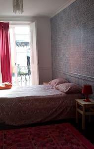 Luminous Room in Baixa - Historic Building - Apartment