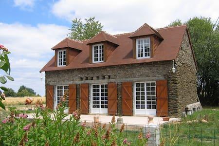 Jolie maison en pierre en Berry Sud - Hus