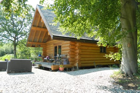 Traditional Log Cabin in the Lakes - 통나무집