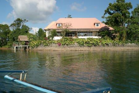 Waterfront Lake House Caliraya - Villa