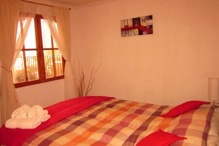 Cuarto con pequeña cocina y terraza - Caldera - House