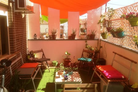 Cozy top floor house close to Madrid Rio Area - Madrid - Other