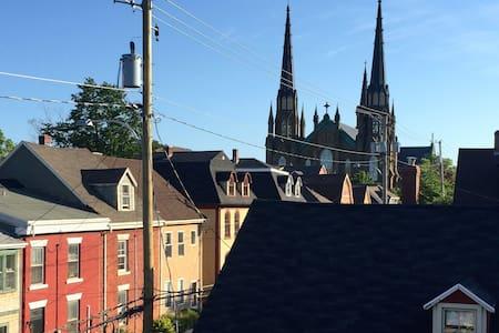 "A ""Princely"" Abode, Downtown Charlottetown - 夏洛特敦 - 公寓"