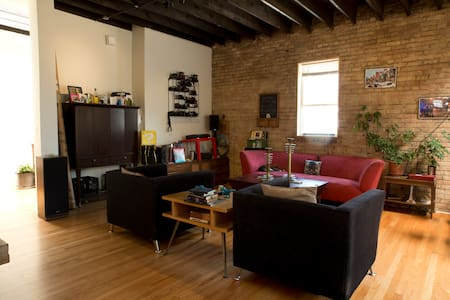Wrigley/Boystown:Modern Coach House - Chicago - Loft