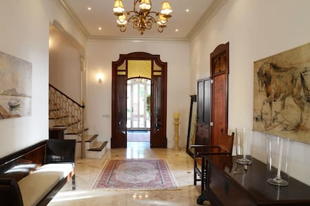 Luxury Villa Bed and Breakfast Guest room 1 - Bed & Breakfast