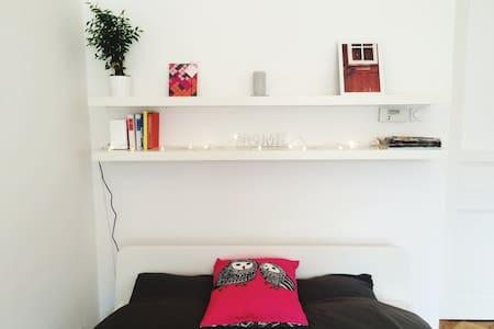 Beautiful room in the coolest part of Prague - Prague - Apartment