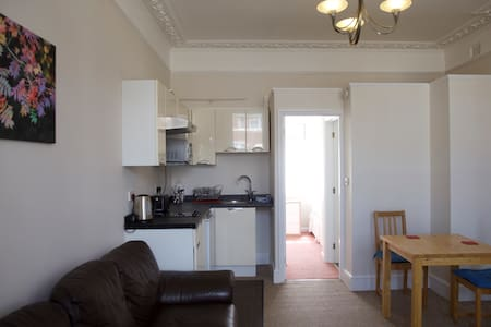 Self contained ground floor flat - Apartment