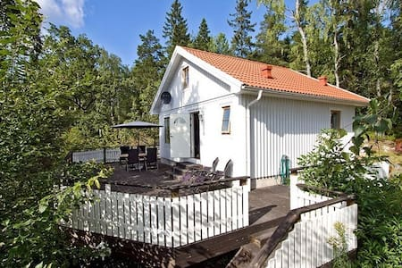 Charming house on a hill 15 minutes from Stockholm - Huddinge