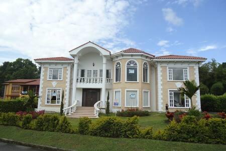 Stunning, big beautiful house - House