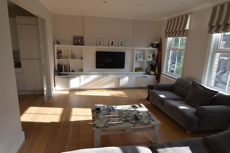 Lovely Double with Private Bathroom - Londen - Appartement