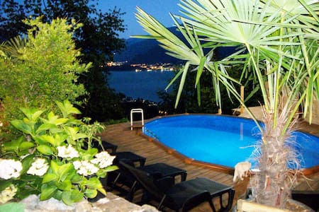 Camera matrimoniale con balcone e vista lago - Bed & Breakfast