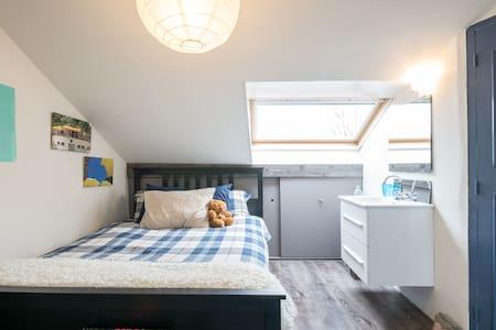 Nice room near Schiphol - Rumah