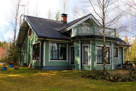 Lakeside Villa in Lomakylä Tapiola - Cabin