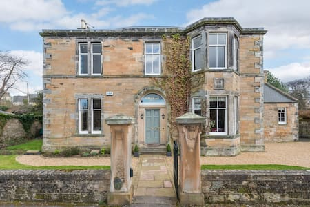 Magnificent home near Edinburgh - House