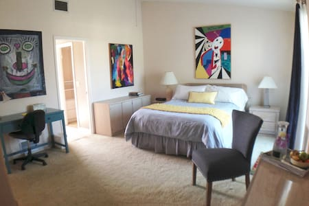 Beautiful, quiet room. Golf, beaches, IMG  nearby - Bradenton