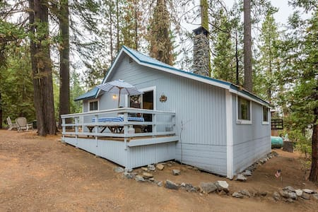 Cute 2/1 West Village Cabin on Madrone Lane - Shaver Lake