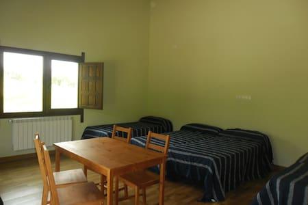 Habitación para familia con derecho a cocina - House