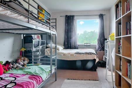 Single bedroom / cama - Botkyrka - Huoneisto