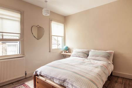 A large single room with a big cosy double bed - House
