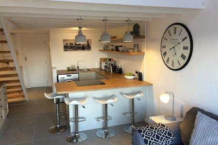 Central & modern loft apartment, Harfield Village - Lejlighed