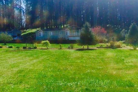 Vineyard View Home in Pleasant Hill - Ház