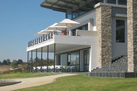 Modern 2 Bed, Golf Estate Apartment