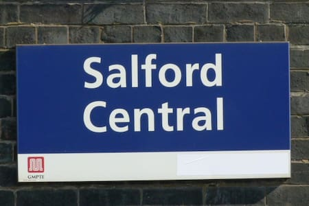 Rm5 at SalfordCentral, 500mDeansgate Egerton Arms - Gästhus