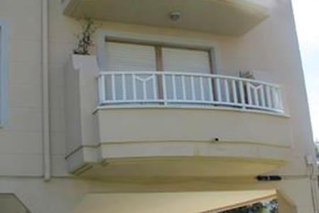 Apartamento a 1km playa de Berria.Admiten mascotas - Huoneisto