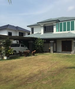 Luxury Mansion with 4 rooms - Rumah