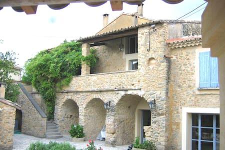 Deux chambres dans Le Mas de l'Ange à Cavillargues - Cavillargues - Huis