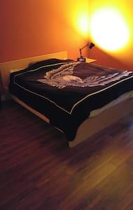 Chambre offrant un max de confort et tranquillité - Appartement