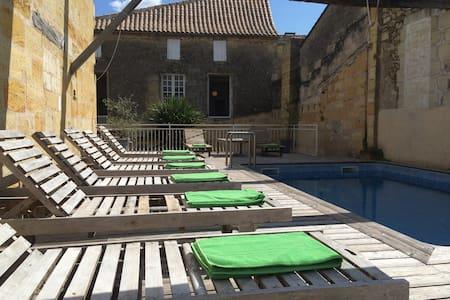"""Chambre """"Margaux"""" équipée - 10mn de St-Emilion - Bed & Breakfast"""