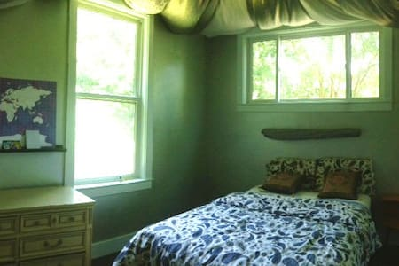 """Charming """"Silver Room"""" in East-Side home - Austin - House"""