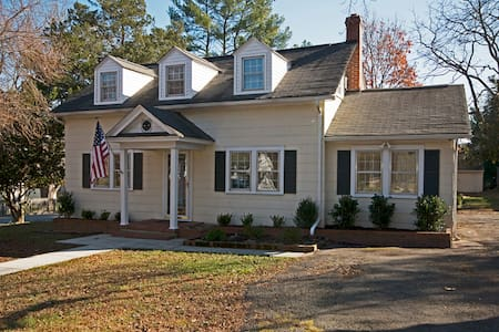 Lovely Cape Cod Home Near Williamsburg - Gloucester Courthouse
