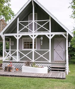 Giddy's Cottage of Historic Hodge Podge Lodge - Montgomery - Bed & Breakfast