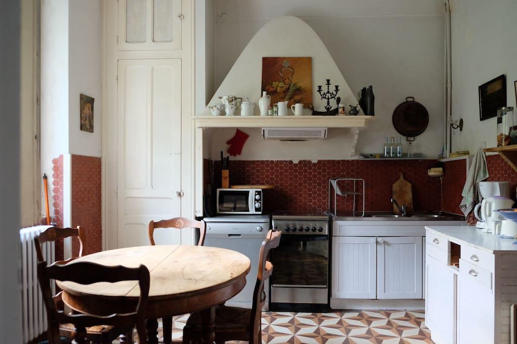 une cuisine à l'ancienne baignée de soleil