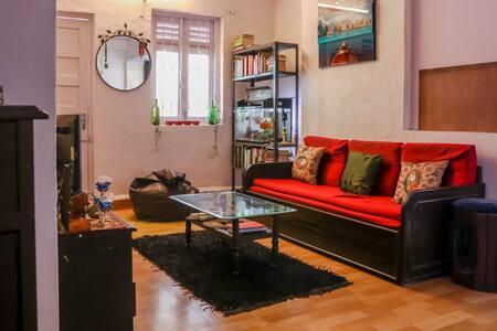 Cozy private bedroom with terrace, Bandra - Mumbai