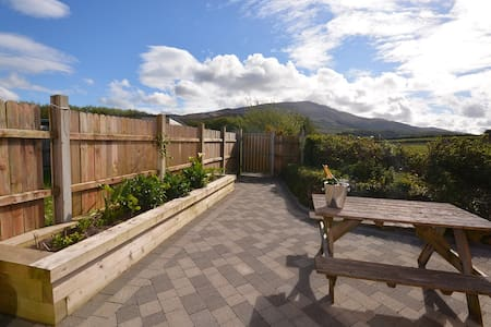 POPPY LANE - Popular holiday hotspot! - Castlegregory - House