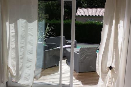 Chambre 14 m2 avec terrasse à 5 min de Saintes - Chermignac