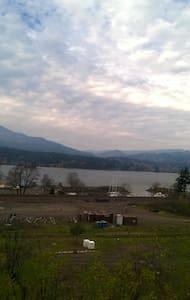 2 bed Daylight Basemnt views Columbia River - Cascade Locks - Pis