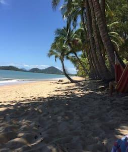 Beautiful beachfront Villa in Clifton Beach - Clifton Beach - Willa
