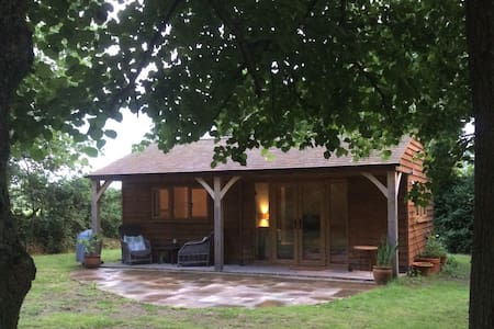 WOODLAND LODGE self contained characterful home - Alpehytte