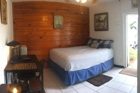 Private room, independent entrance! Cuarto privado - Plantation - Hus